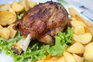 stinco di maiale nazionale intero secondo piatto pronto per cuocere
