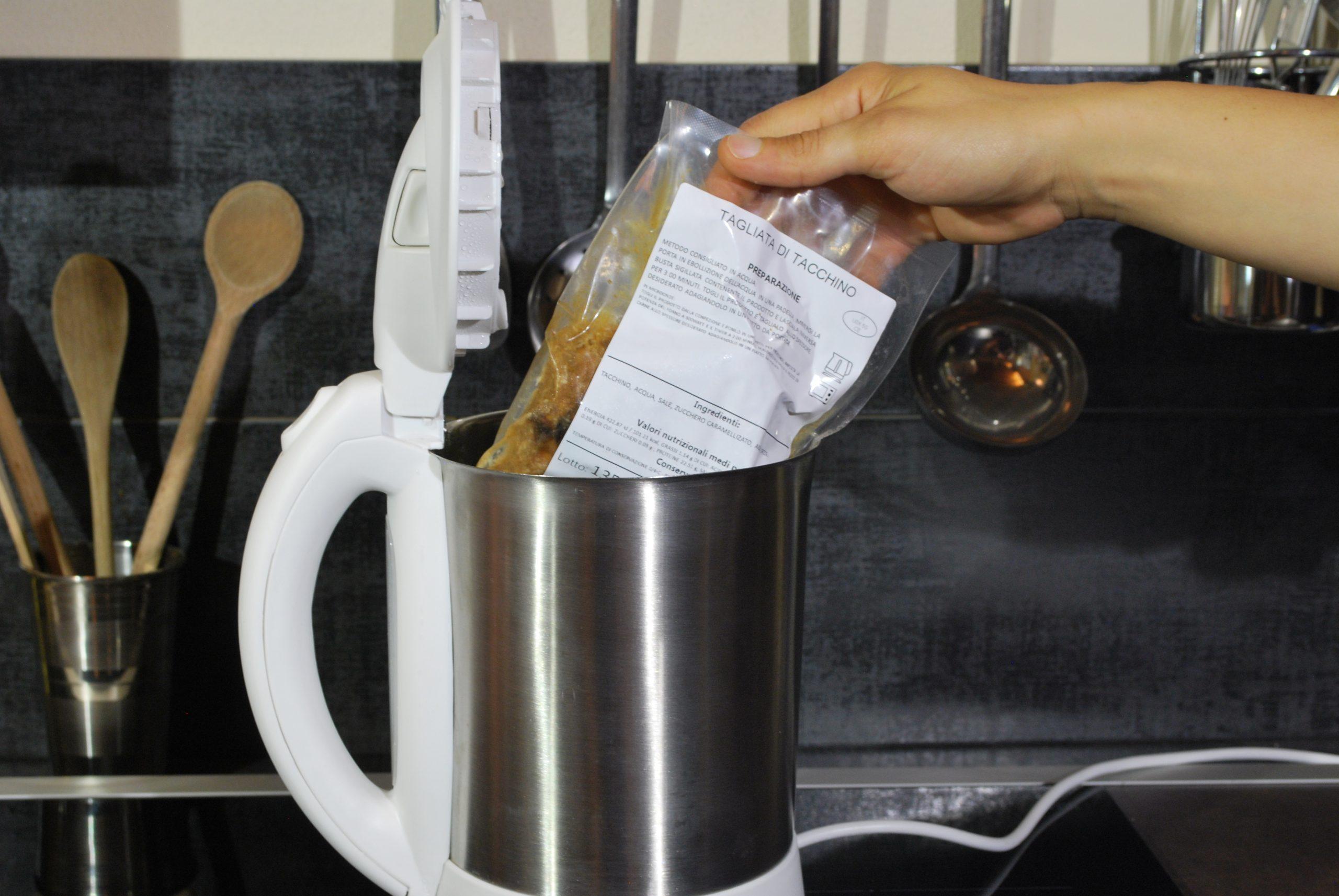 Immergi la busta in acqua bollente per 3 minuti